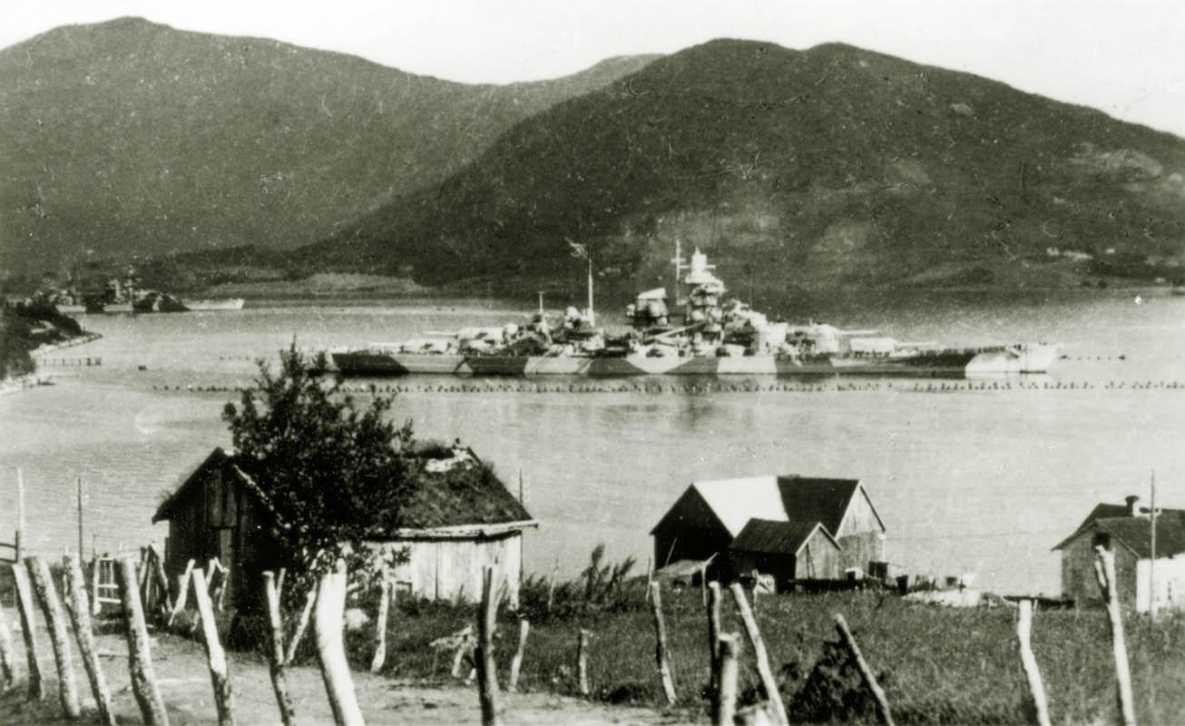Eldre fotografi av Tirpitz (©) Tirpitz Museet