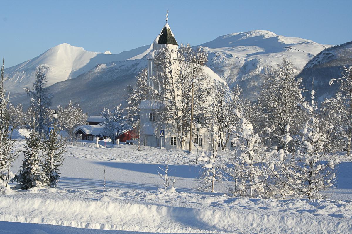 Bardu kirke i snø (c) Bardu menighet