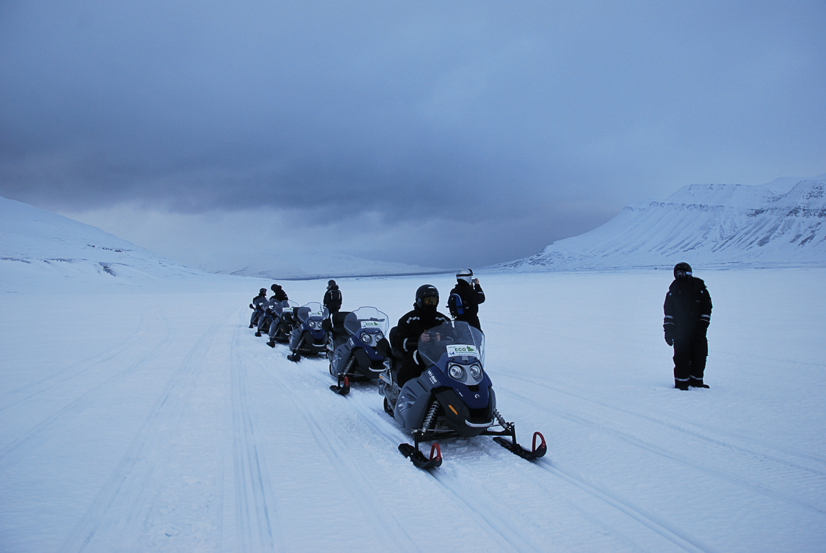 Coffee break in the middle of Svalbard (c) Knut Hansvold