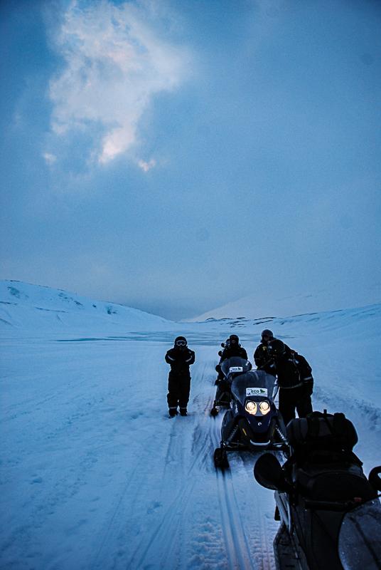 Man stopper stadig for å sjekke at alt er ok og hvile gassfingeren (c) Knut Hansvold