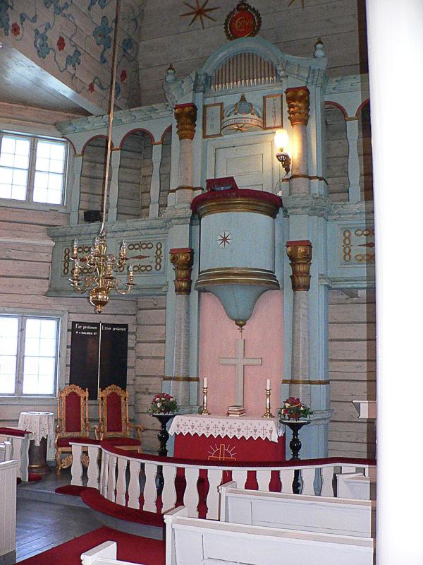 Prekestol over alteret (c) Bardu menighet