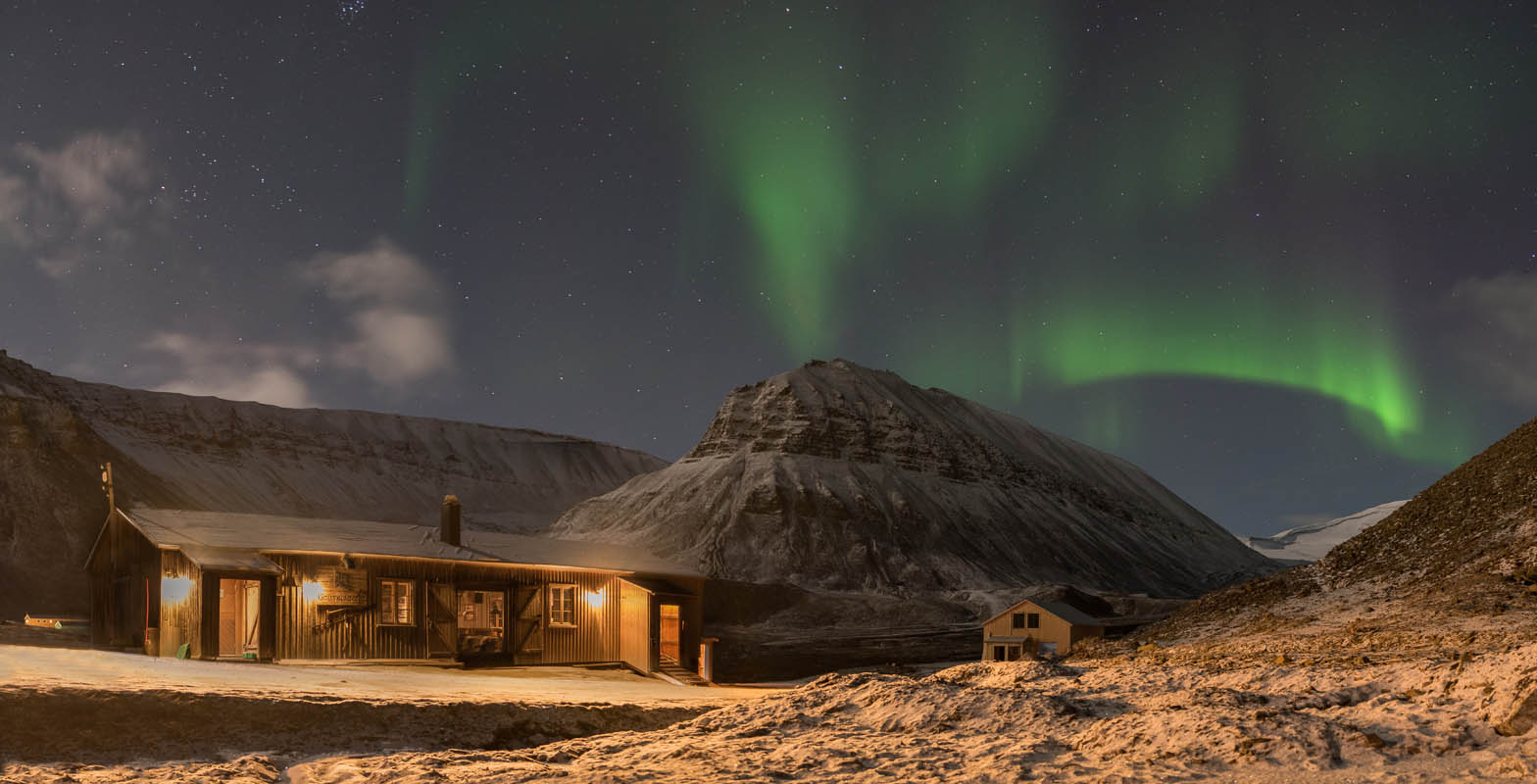 Aurora over the innermost Longyearbyen © Kvabbe-Grevlingsti