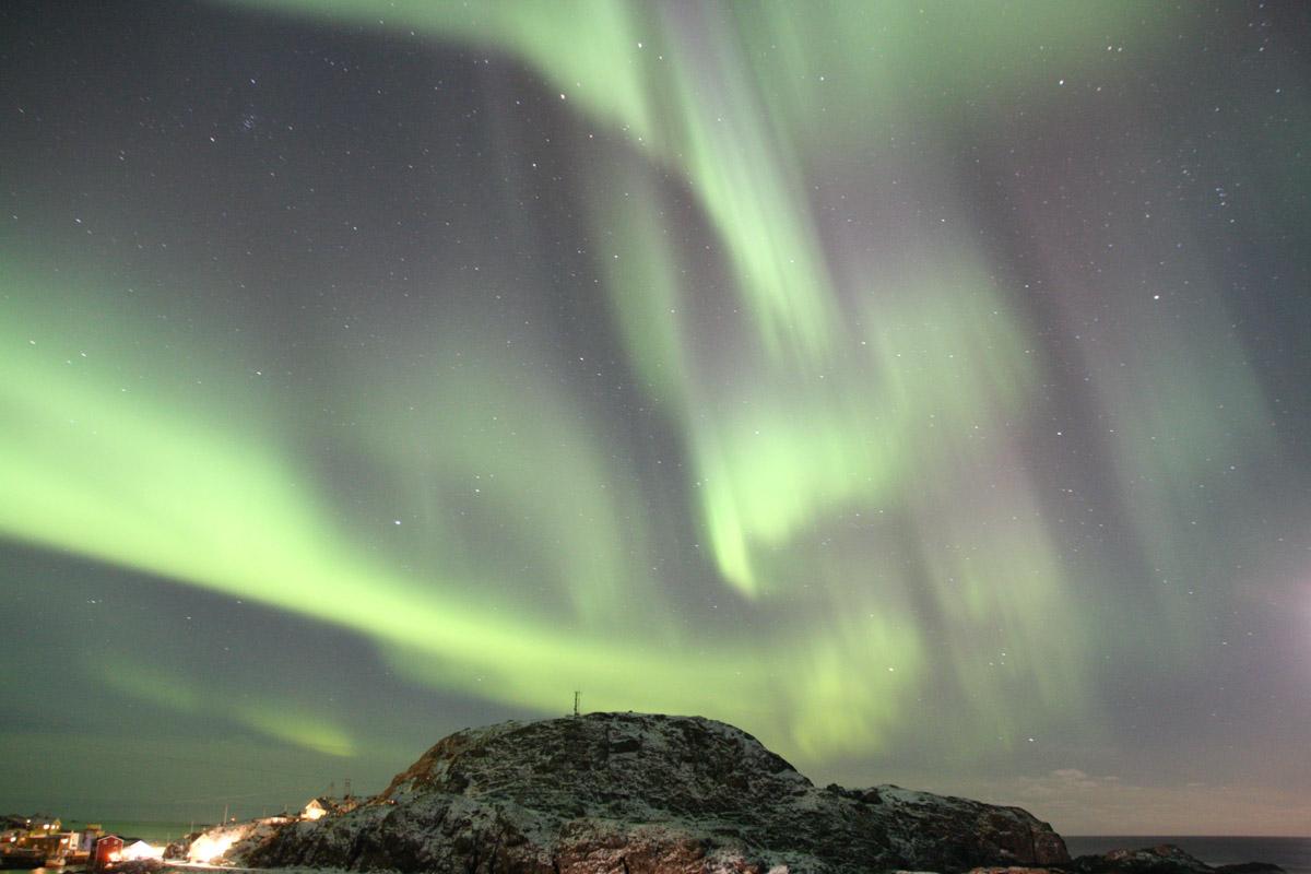 Nordlyset danser over åpent hav © Cecilie Eckert