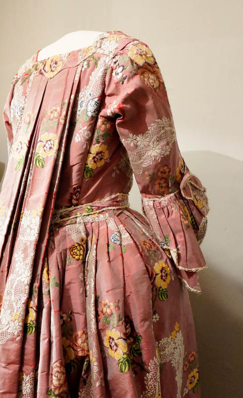 Bridal dress from Lurøy from the 18th c., all paid by fish © Ernst Furuhatt Jekt Trade Museum of Bodø