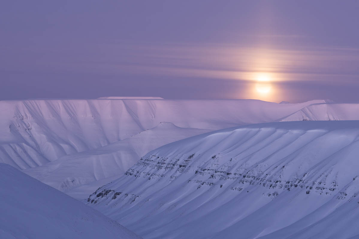 Moonrise over the coal laden hillsides that flank Longyearbyen © Kvabbe-Grevlingsti