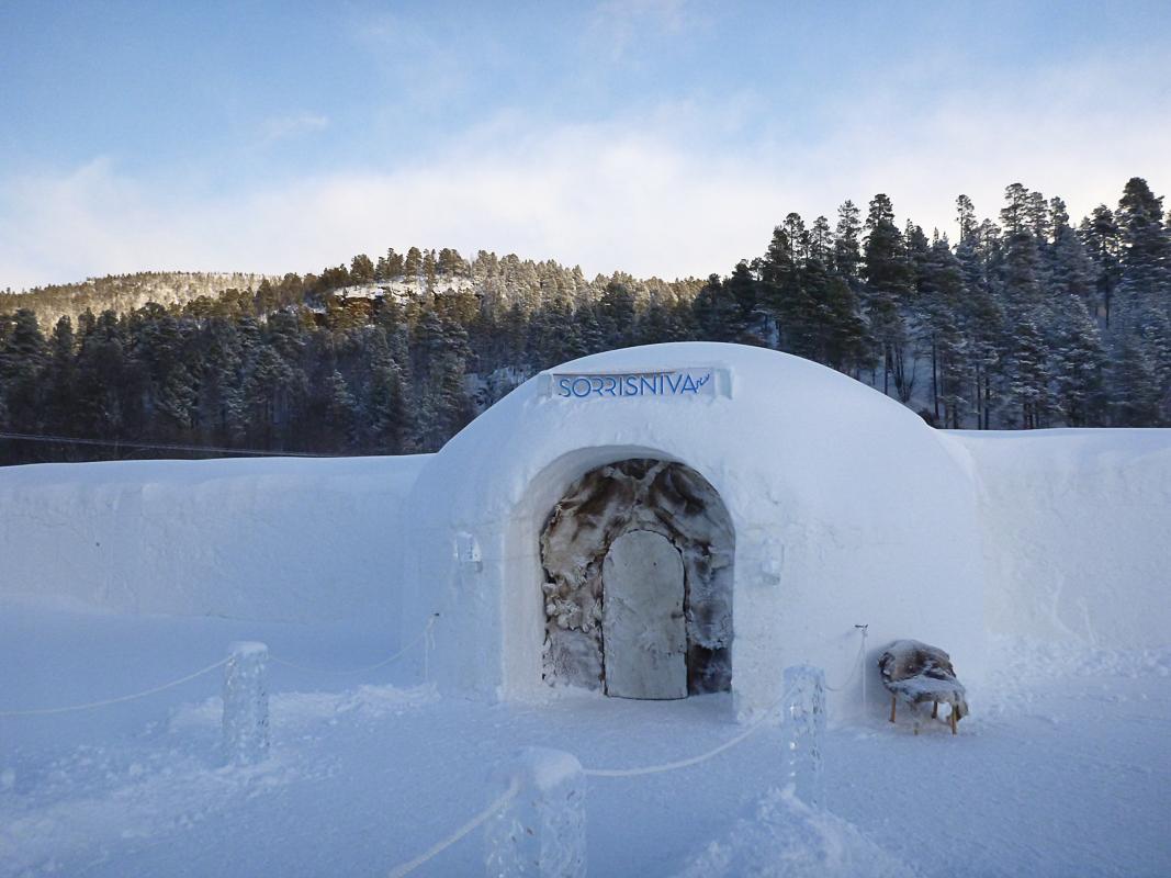 Intet hotell glir vel bedre inn i vinterlandskapet? © Sorrisniva