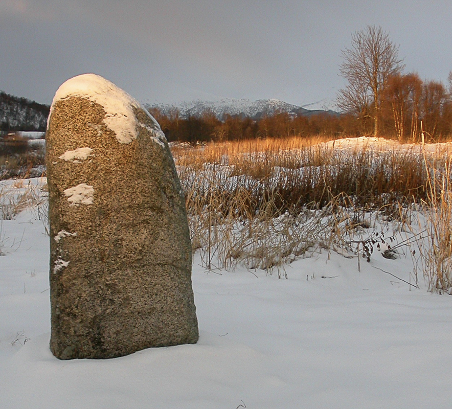 The solar stone at Hadsel church. The sun rays hit the top of the sun, but most of the area around is still in the shadows © Hans Bakken