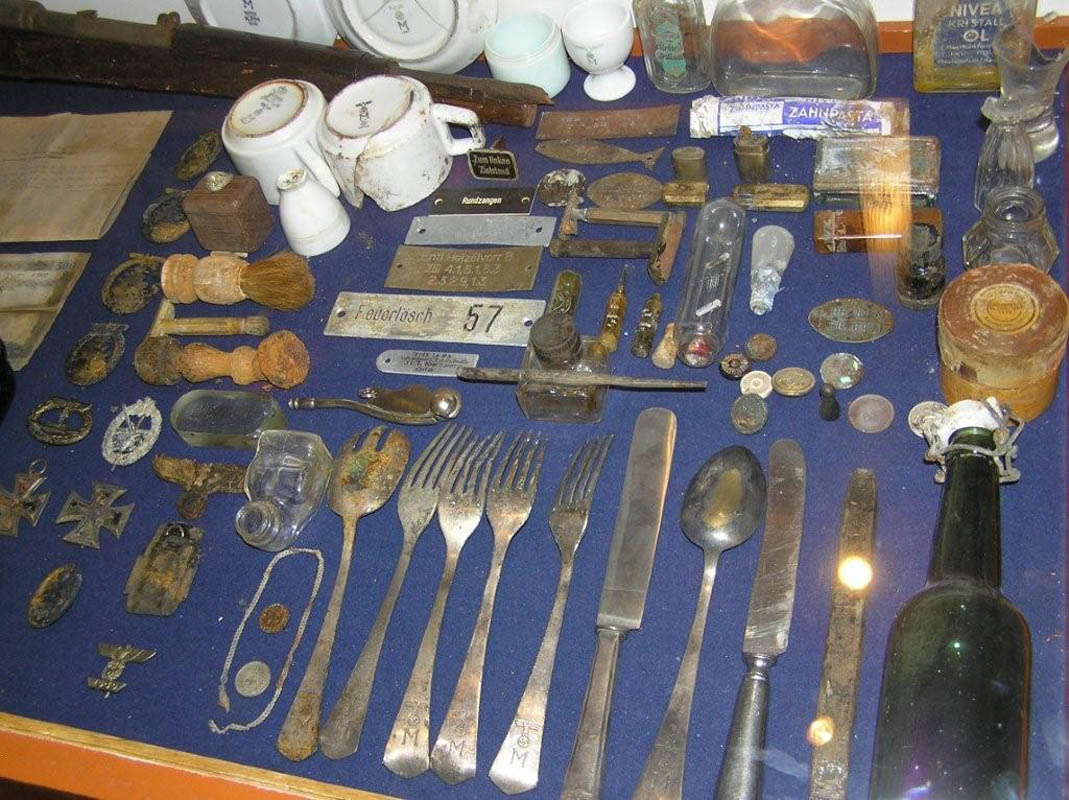 Gjenstander som er samlet inn etter krigen (©) Tirpitz Museet