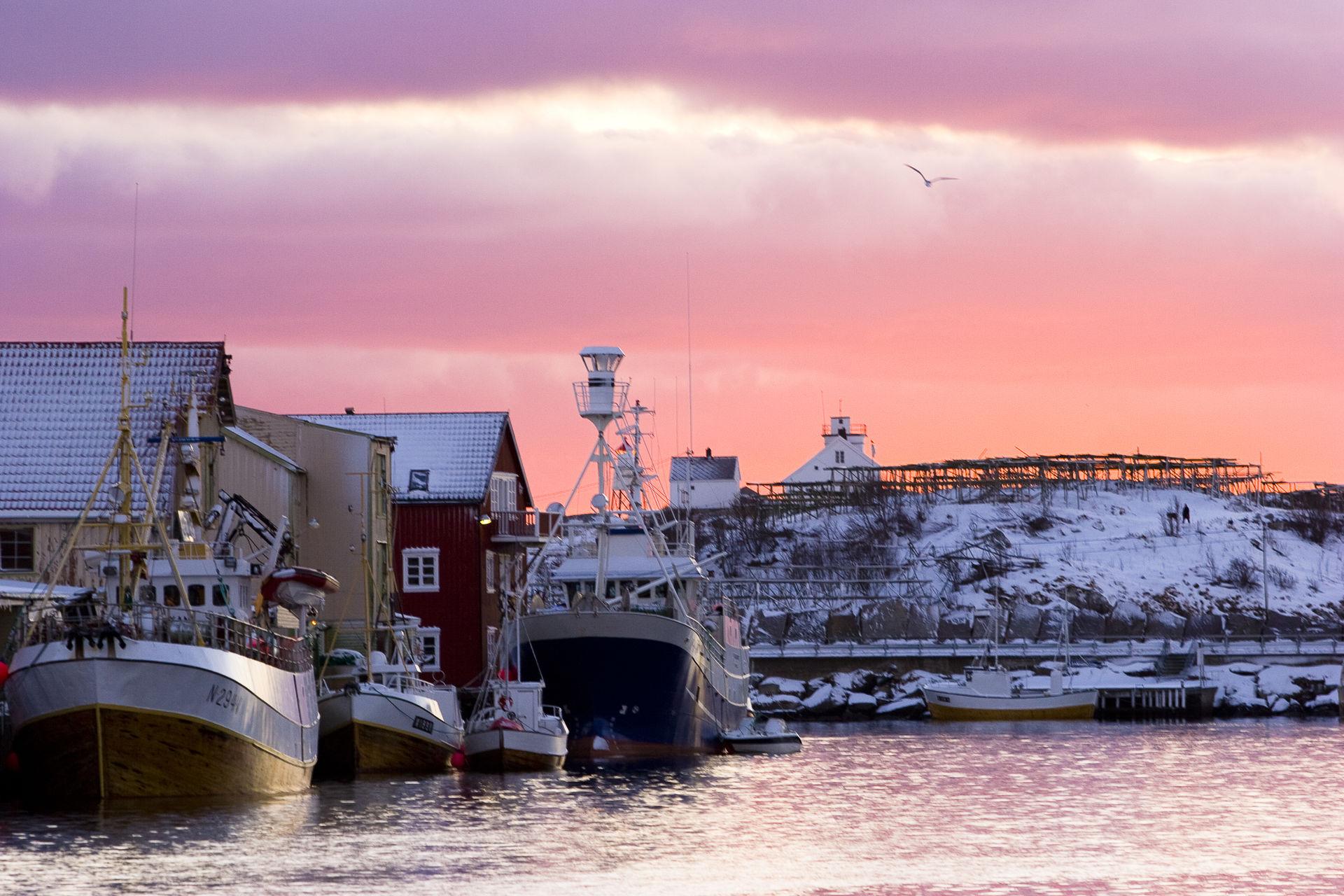 Den korte vinterdagen i Henningsvær (c) Espen Mortensen/esmofoto.no