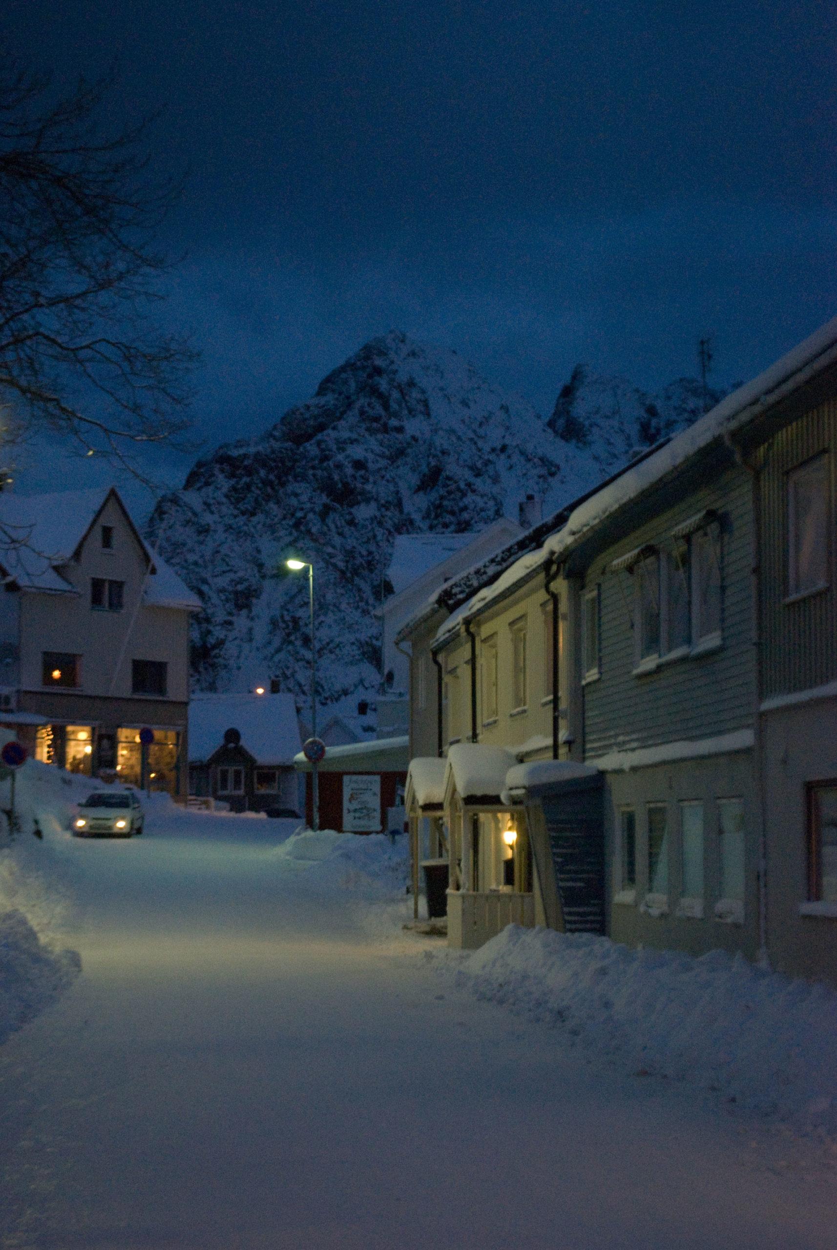 Vågekallen og nedsnødde gater (c) Knut Hansvold