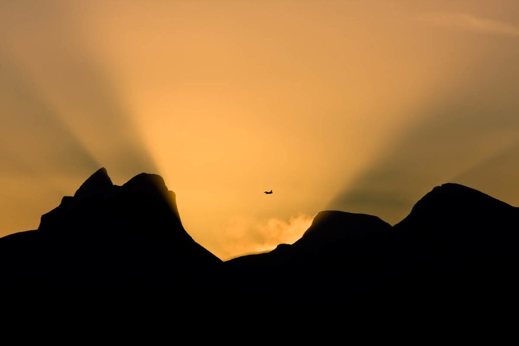 fly i midnattssol som går ned over bodø
