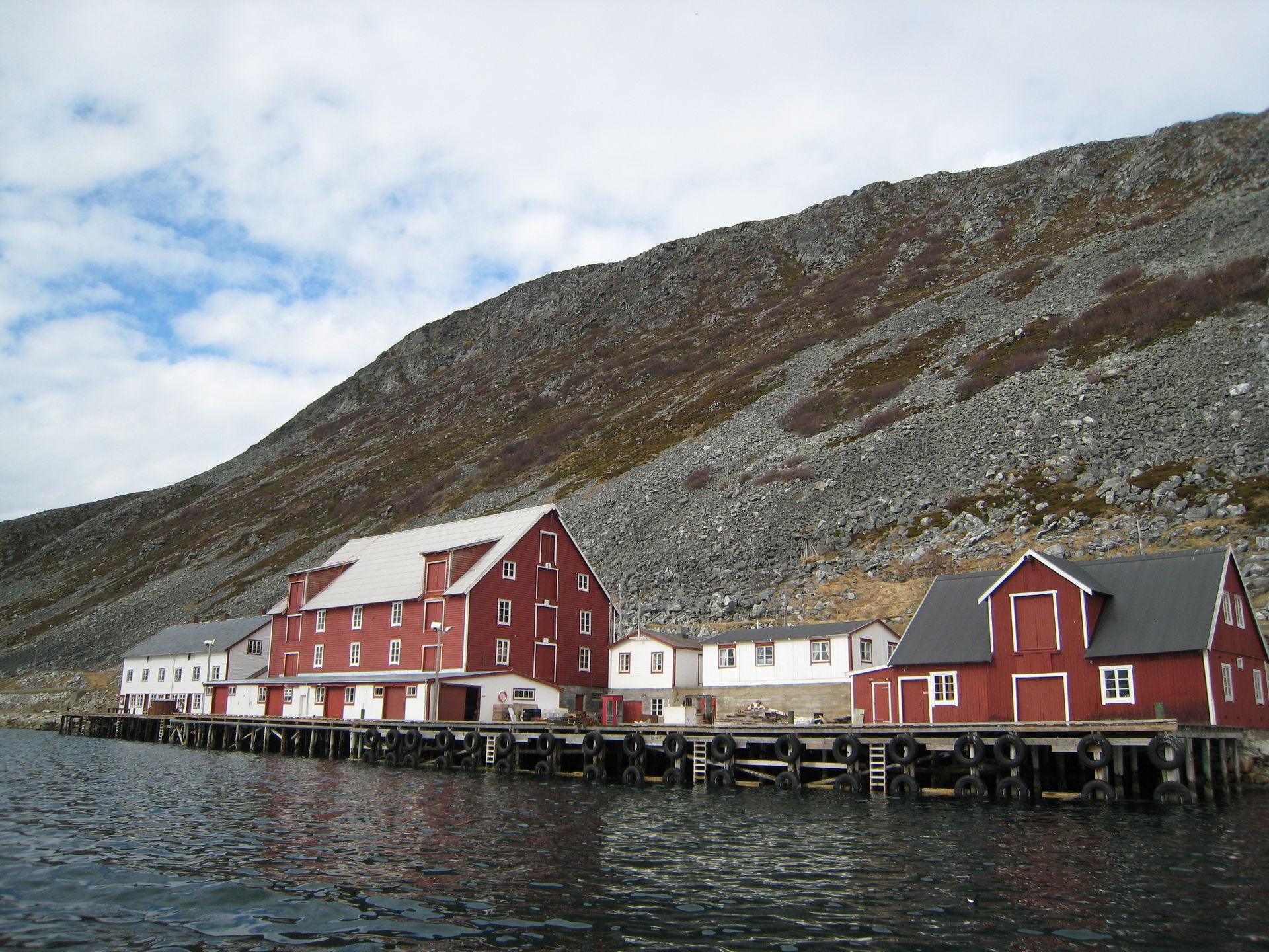 Foldalbruket i Kjøllefjord byr på enkel overnatting i gjenreisingsstil (c) Nina Smedseng