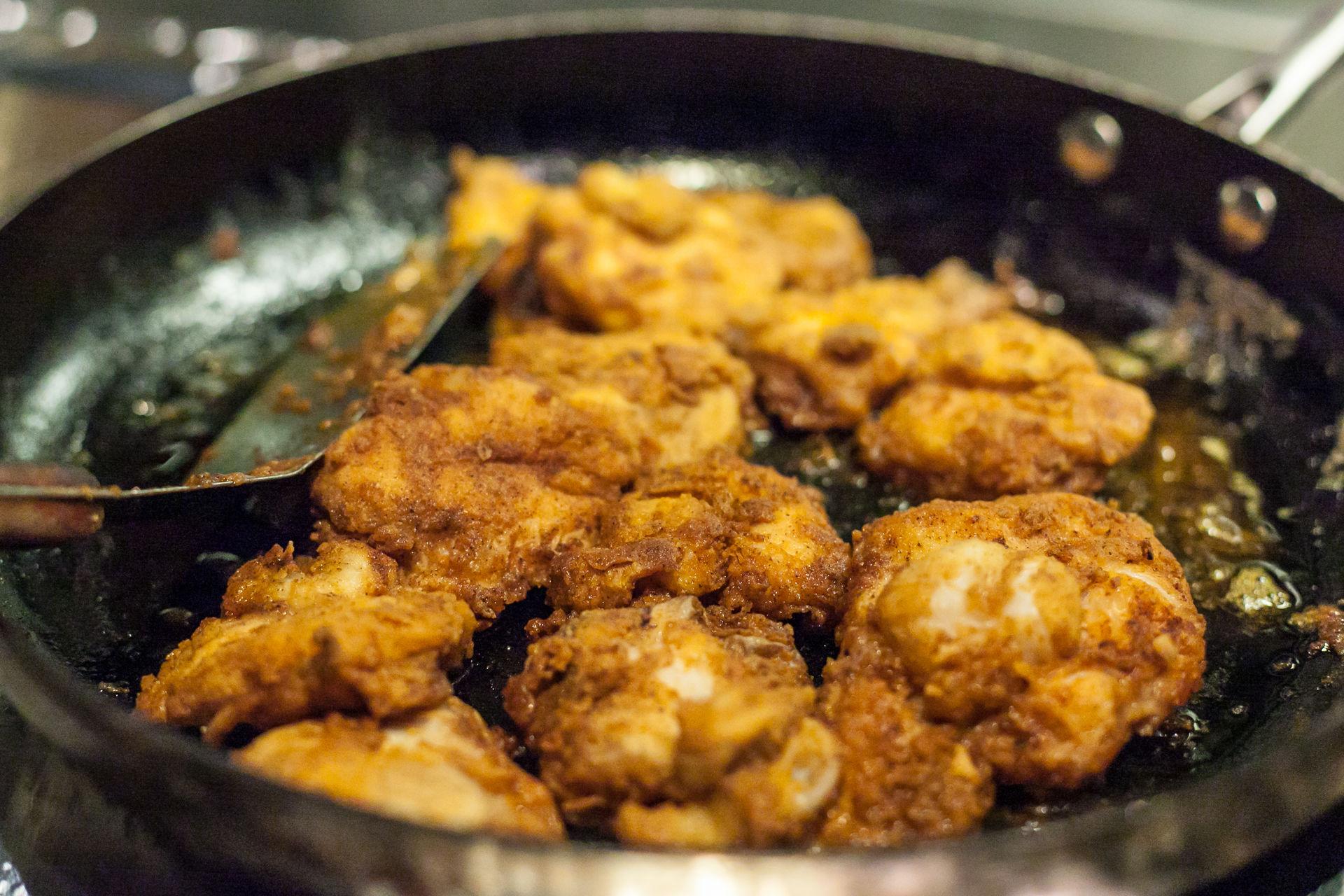 Torsketunger paneres og steikes i smør i panna. Enkel og god hverdagsmat, men nå også i pene restauranter © Konrad Koniesczny