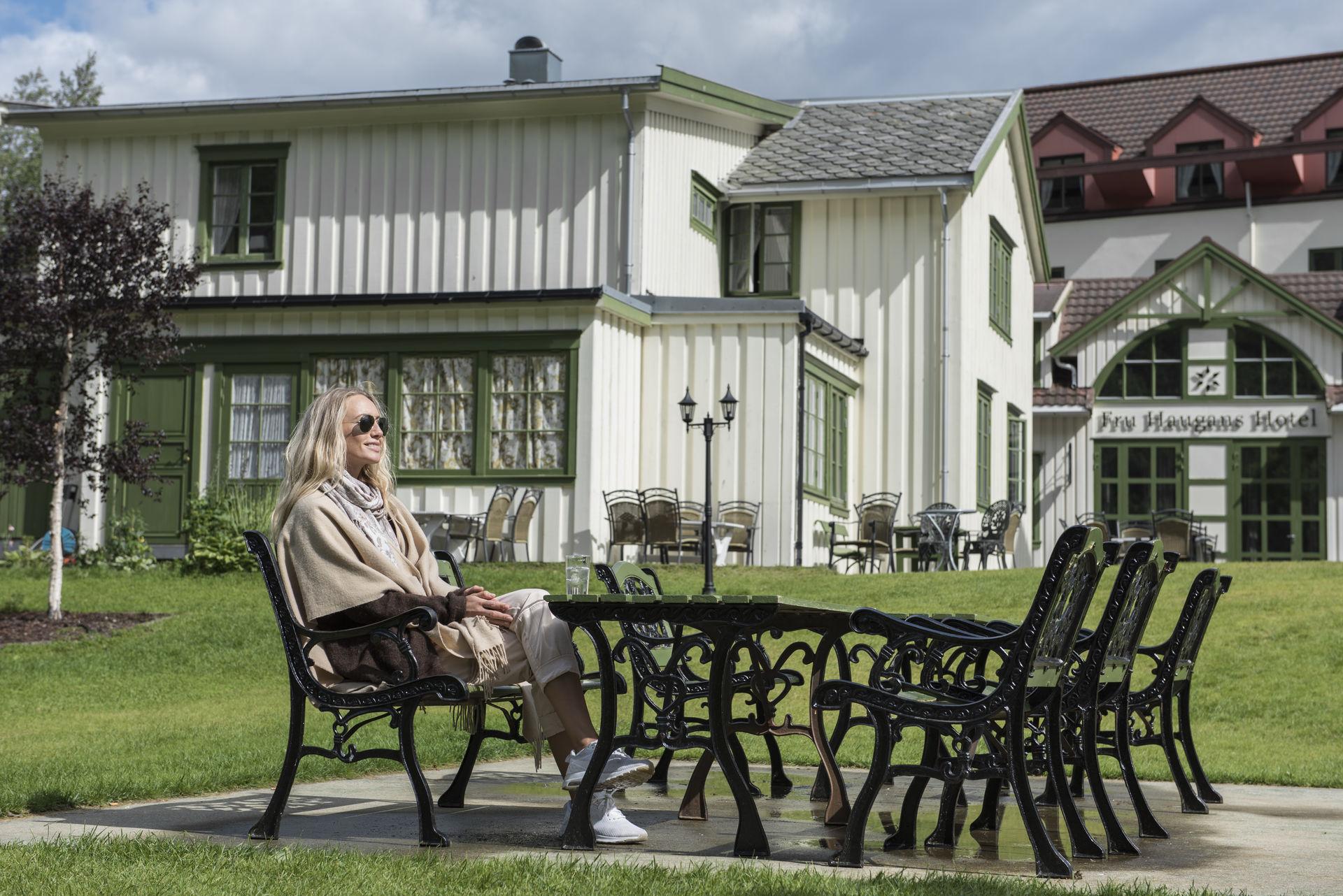 Hotellhagen til Nord-Norges eldste hotell, Fru Haugans Hotel, i Mosjøen (c) Terje Rakke/Nordic Life