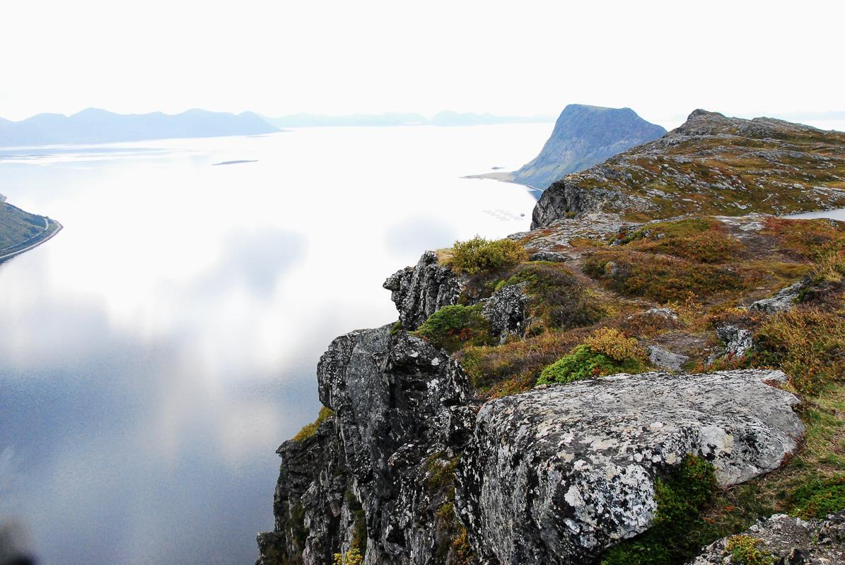 Det styrter bratt ned fra fjellet, men utsikten er helt fabelaktig © Knut Hansvold