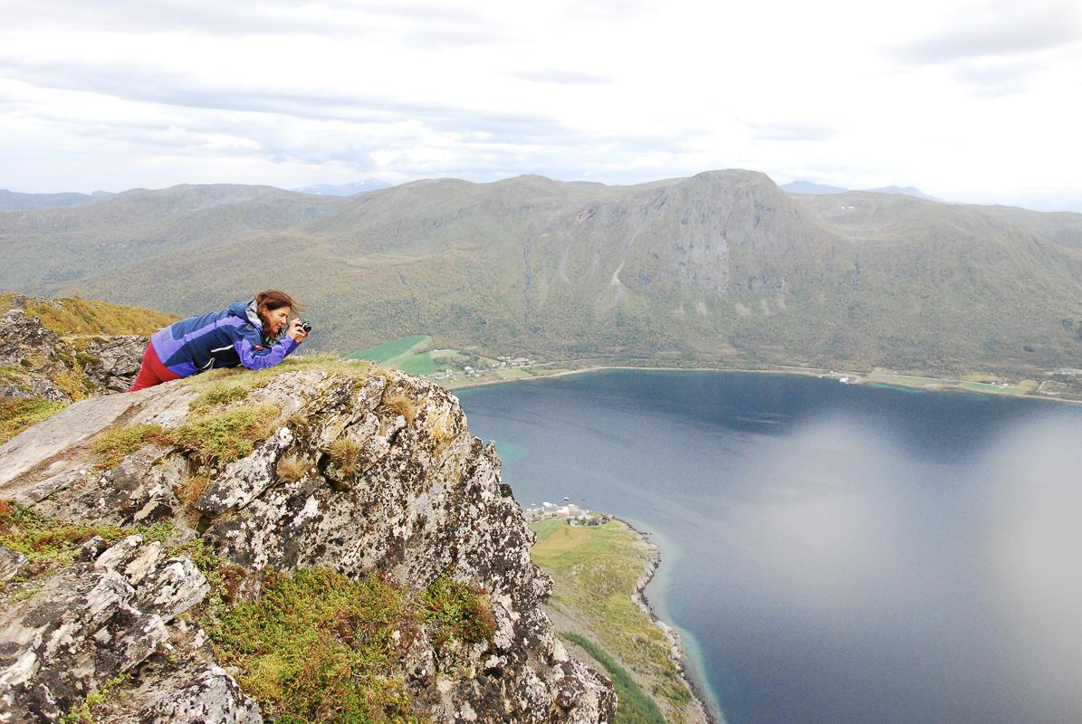 Len deg forsiktig fram og fang utsikten © Knut Hansvold