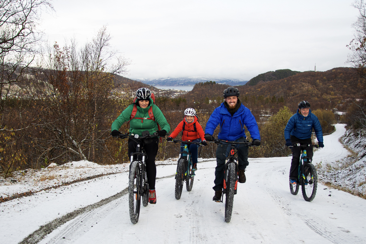 You can also cycle in the snowy winter weather © Junit Weber