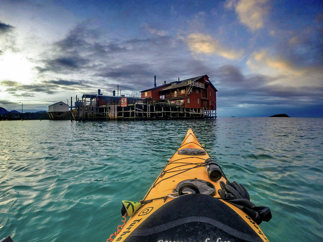 The kayak heading for a boathouse in Berg © Visit Senja