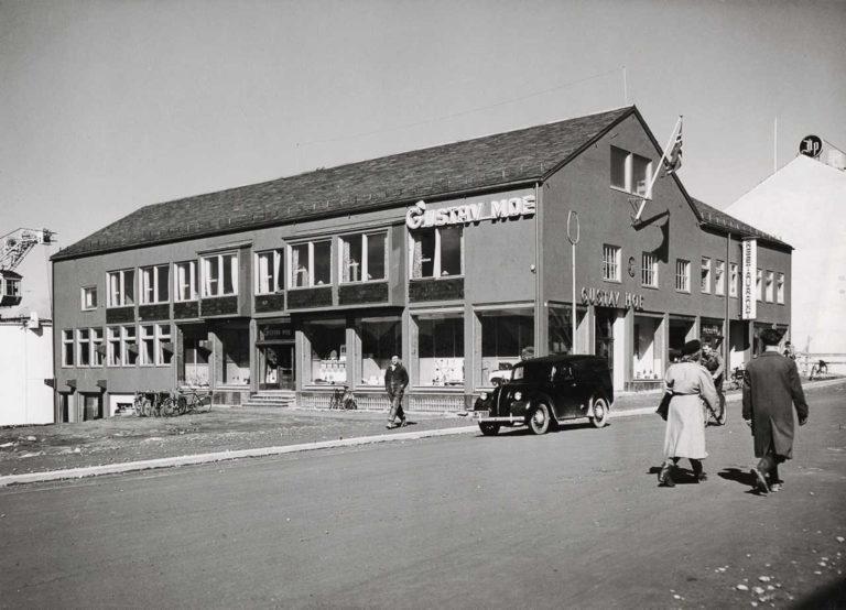 Forretningsgård i Bodø sentrum © Einar Helgesen, gjengitt med løyve frå Nasjonalmuseet