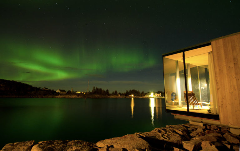 Aurora dancing to the north of the cabins © Lars Kr. Hansen Evjenth