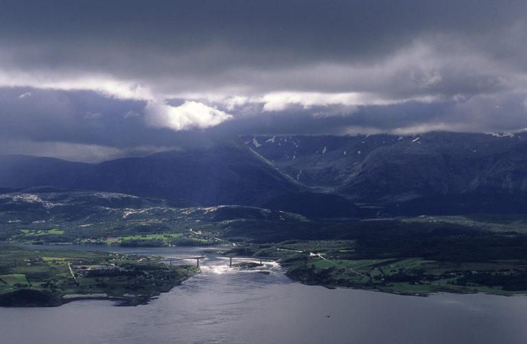 Saltstraumen og den karakteristiske brua sett fra luften © Vebjørn Karlsen