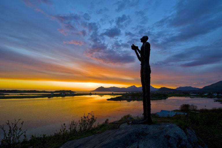 Mannen fra havet våker over ytterkysten i Bø © Øystein Lunde Ingvaldsen