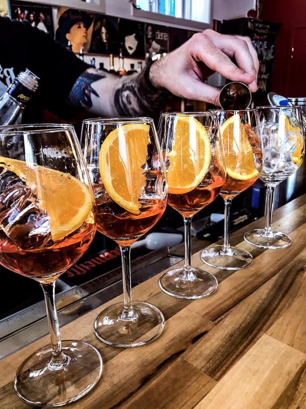 On a sunny day, bartenders prepare al fresco aperol spritz. Even if the temperature is only +15 © Knut Hansvold