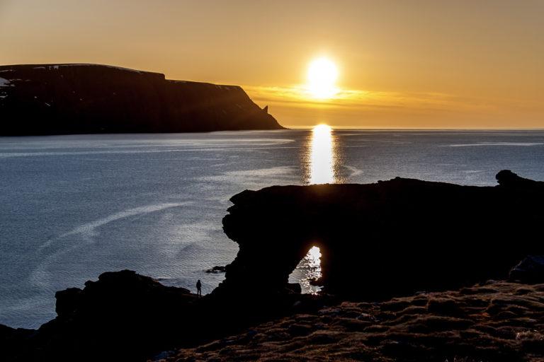 """Midnight Sun at the """"Church gate"""" - Kirkeporten © Kjell Bendik Pedersen"""