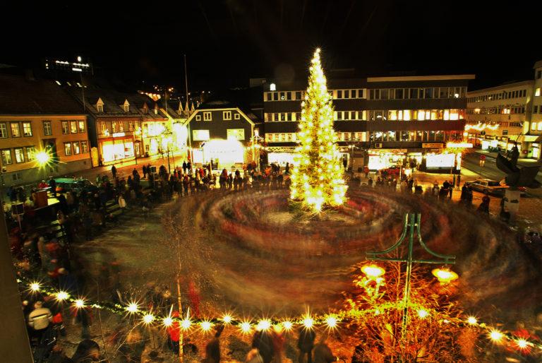 Julegrana tennes sist i november, la den stemningsfulle årstida begynne © Yngve Olsen Sæbbe