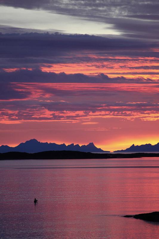 Fra Kjerringøy ser du over til Lofoten © Roger Johansen