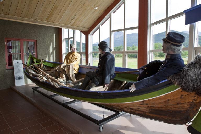 Reconstruction of a Nordland boat in use © Hans Arne Paulsen