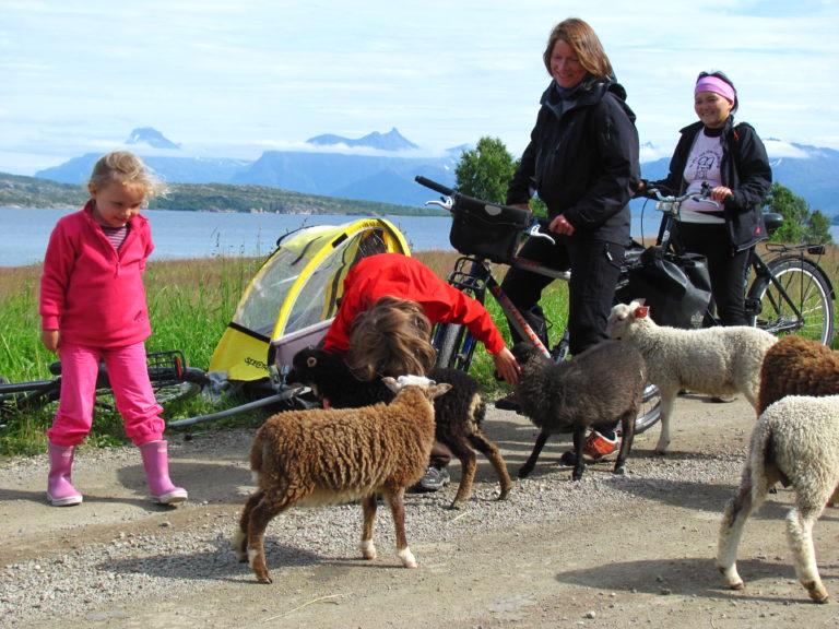 Meeting friends along the way © Øyvind Wold