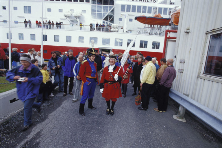 A personal escort to the fortress from the Hurtigruten © Trym Ivar Bergsmo/NordNorsk Reiseliv