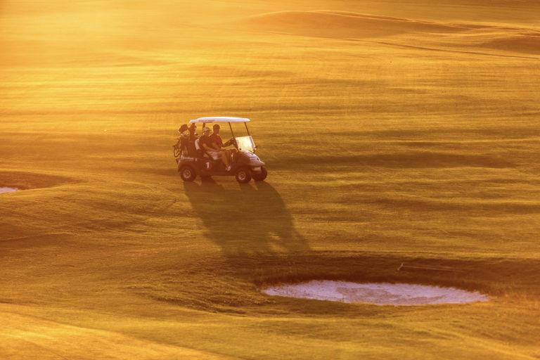 Golfbanen farges i gull © Rune Nilsen