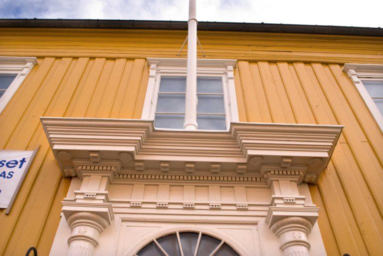 The finest neo-classical door in Tromsø © Knut Hansvold
