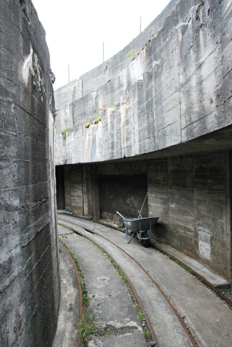 Walls of concrete are the iconic feature of the battery © Knut Hansvold