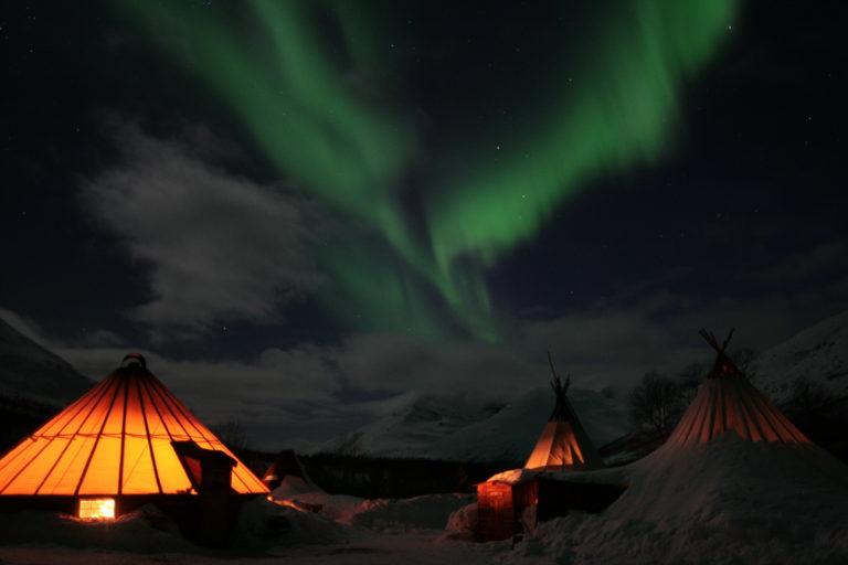 I tørre innlandsdaler er sjansen stor for å se nordlyset © Lyngsfjord Adventure