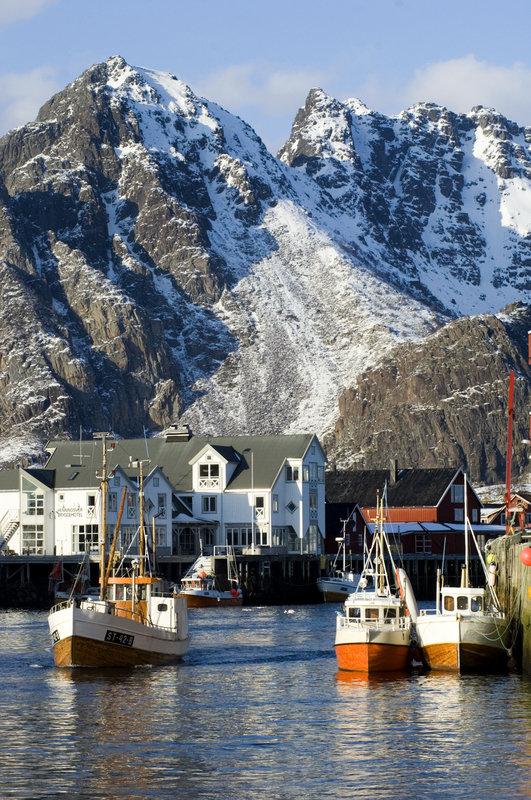Vågakallen seen from Henningsvær © Terje Rakke/Nordic