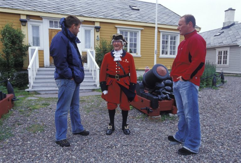In front of the Commanders House © Trym Ivar Bergsmo/NordNorsk Reiseliv