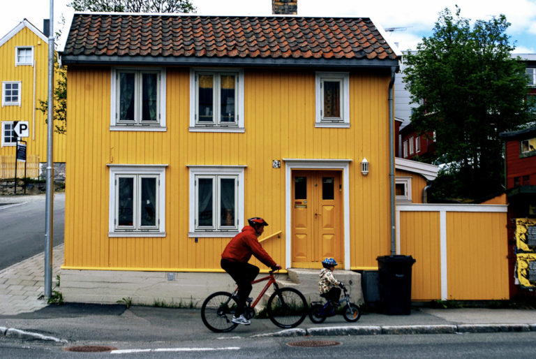 Minuscule yellow house in the northern end of town, where workers used to live © Knut Hansvold