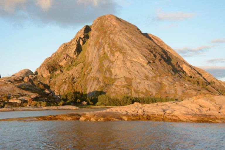 Bolga in the sunlight. A steep ascent to the top but not impossible if taken slowly © Knut Hansvold