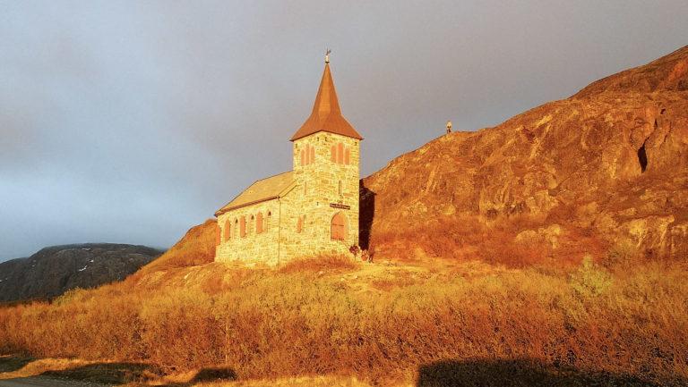 Oscar II chapel lit by the Midnight Sun in early summer © Monika Raab/Pasvik Turist