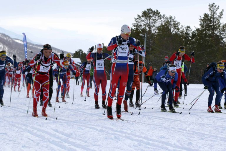 På startstreken stiller verdens beste og amatører side ved side © Ivar Løvland