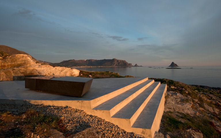 Kleivodden, med utsyn mot Bleiksøya © Roger Ellingsen