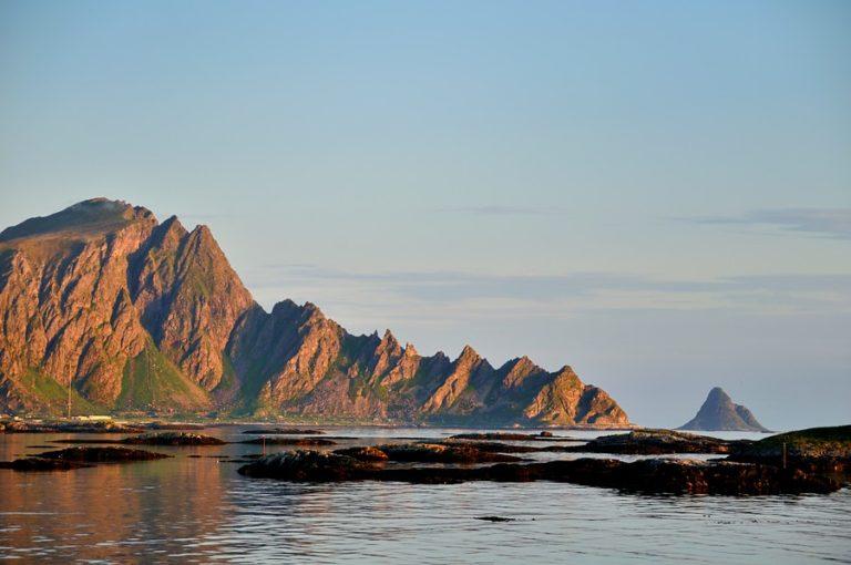 Midnattssol langs yttersida © Steinar Skaar Statens Vegvesen