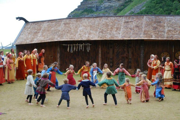 Vikinglivet gjenskapes © Steigen Sagaspill