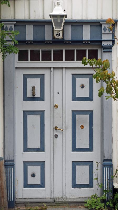 Lovely blue door in the street of Verftsgata © Knut Hansvold