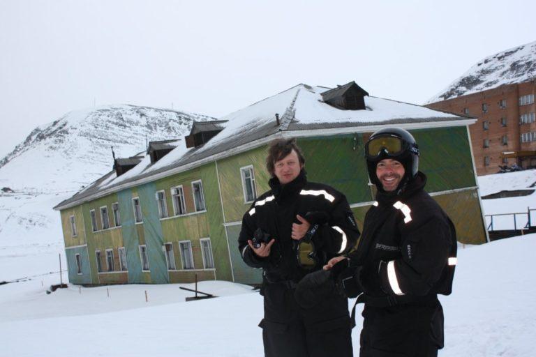Suited up sightseeing in Barentsburg © Hanne Knudsen/Innovasjon Norge