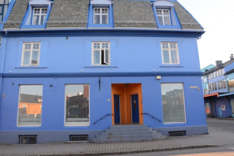 There is a certain charm in the traditional houses being painted blue © Knut Hansvold