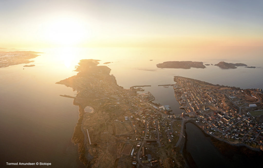 A butterfly-shaped island in the Midnight Sun, Vardø